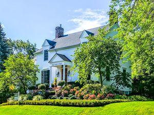 HIGHBROOK B&B a Bed and Breakfast in Niagara-on-the-Lake.  Classic charm Modern amenities