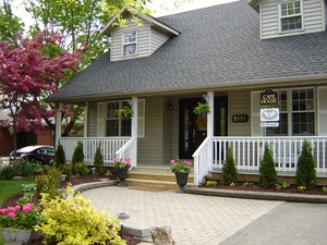 CAPE HOUSE B&B a Bed and Breakfast in Niagara-on-the-Lake.  Welcome to our home!