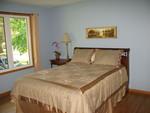 Master suite queen bedroom